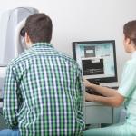 Untersuchung für die Laserbehandlung zur Korrektur von Fehlsichtigkeiten