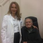 Zadovoljni pacijent nakon operacije katarakte