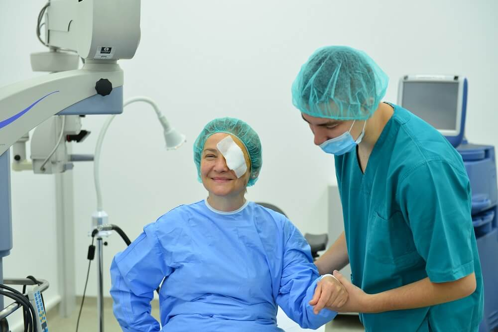 Davanje injekcije u oko