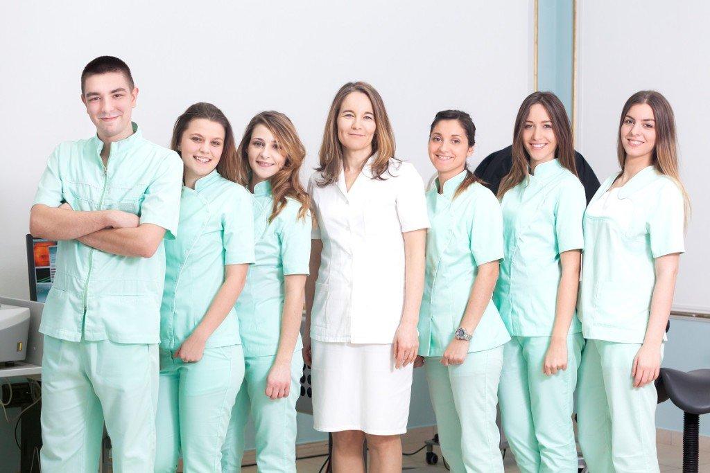 dr Branka Ivošević sa timom medicinskih tehničara