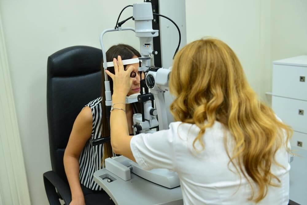 Pregled oka na biomikroskopu